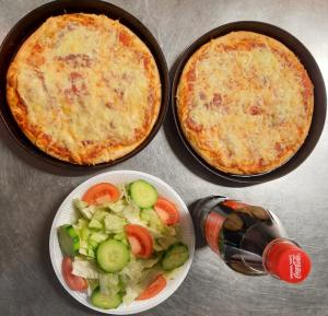 Menü 1: 2 kleine Pizzen